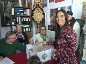 Momento de la votación de Lourdes M. Guijarro
