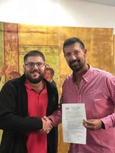 Firma de contrato entre ambas partes