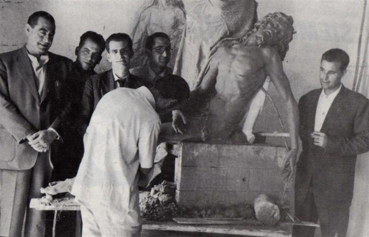 Luis Ortega Bru, tallando al Cristo de las Almas