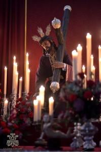 Perdón en su Altar de Cultos